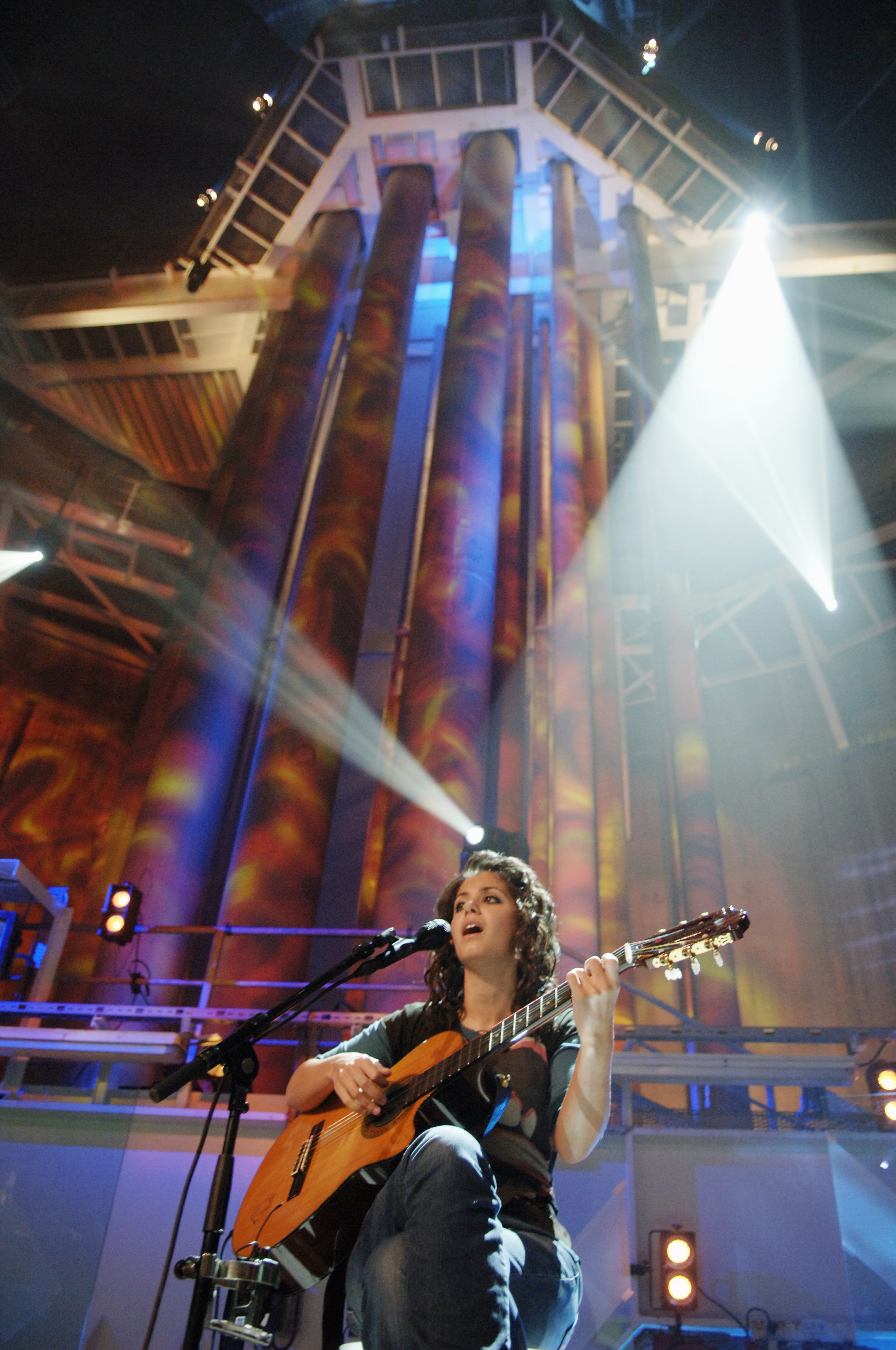 Figure 11e: Katie Melua at concert in the Troll A platform. Photography by Kjell Alsvik.